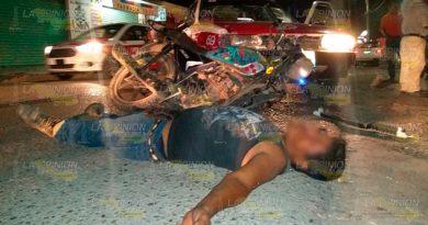 """Taxista atropelló a motociclista cerca del """"Cancún"""" en Tantoyuca"""