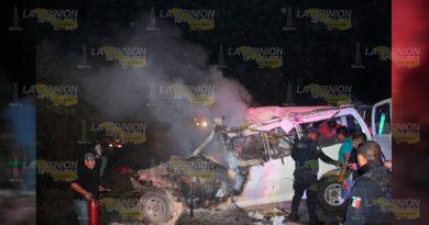 Tianguistas-mueren-en-trágico-accidente-en-la-carretera-México-Tuxpan