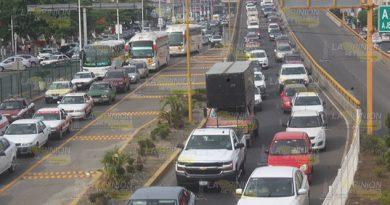 Tránsito provoca caos en la vialidad de Poza Rica