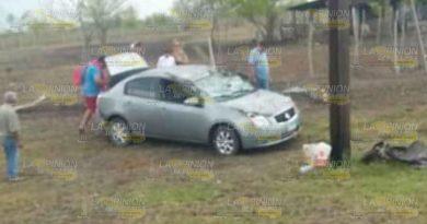 Vacacionistas se salen de la carretera Valles - Tampico