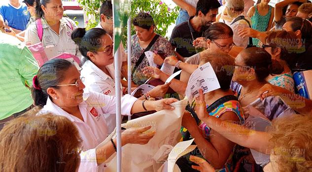 Van contra uso de bolsas de nylon en Poza Rica