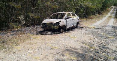 Abandonan vehículo calcinado y desbalijado en la localidad de Ixtlar