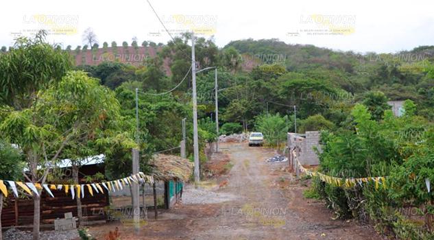 Amplia red la eléctrica en el ejido Lázaro Cárdenas de Naranjos