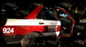 Aparatoso choque, taxi impacta camioneta en Papantla