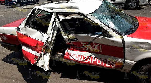Chófer despistado impacta a un taxi en Martínez de la Torre