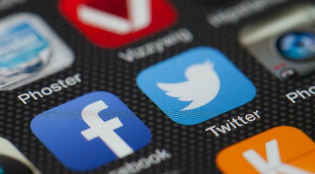 China critica suspensión de cuentas falsas de Facebook y Twitter