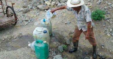 Habitantes de Tamalín continúan padeciendo por la intensa sequía
