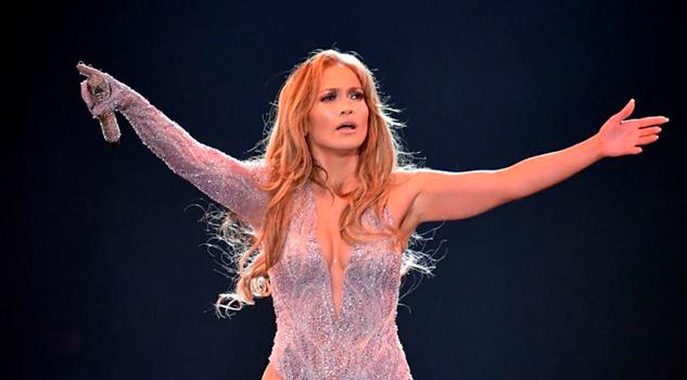 Demandan a Jennifer Lopez por actuar 'casi desnuda' en Egipto