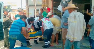 Derrapa obrero en motocicleta por evitar a automóvil en Pánuco