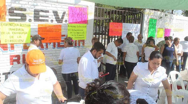 Docentes toman escuela de Enfermería en Poza Rica