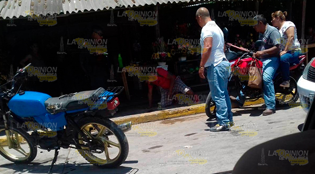 Embisten a un motociclista en Cerro Azul