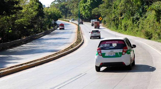 Fingen descomposturas en autos para asaltar en carreteras de Coatepec