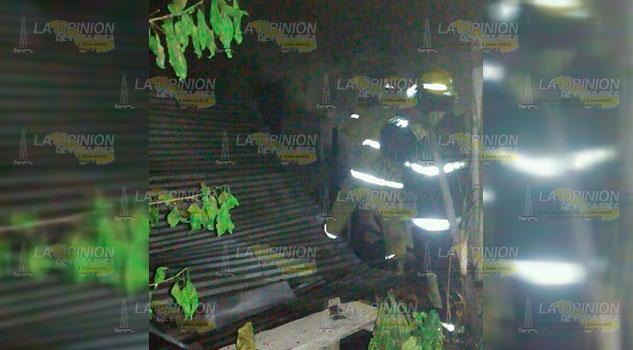 Fuego arrasa con panadería de la comunidad Romantla en Chalma