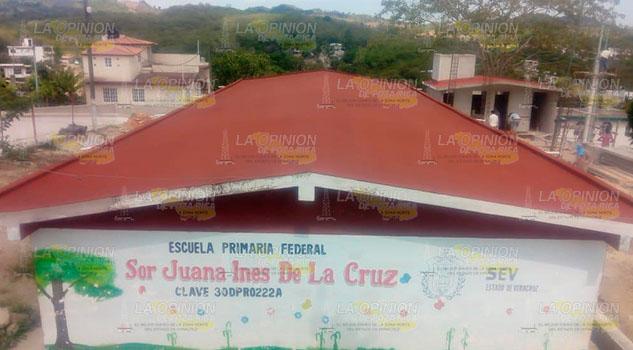 Impermeabilizan los salones de una primaria en Poza Rica
