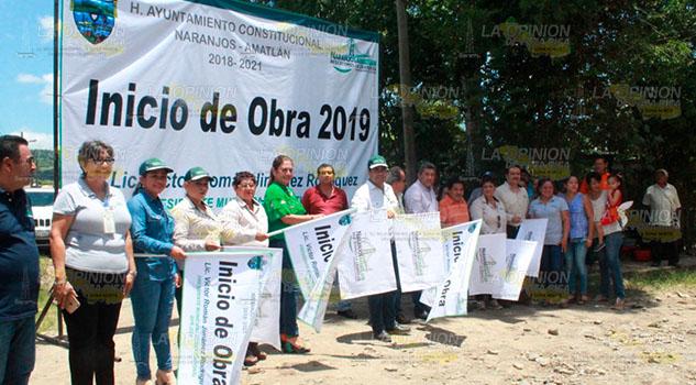 Inicia la pavimentación de la calle Aquiles Serdán en Naranjos