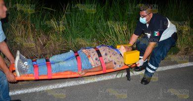 Motociclista resultó herido tras derrapar en el tramo carretero hacia Teziutlán