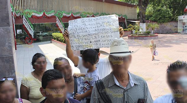 Plantón de billeteros en Poza Rica