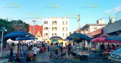 Reubican a comerciantes en Cerro Azul