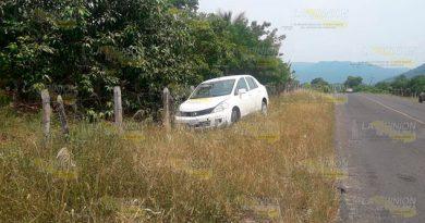 Se sale de la carretera y abandona su auto a la altura de Ayoco, Chicontepec