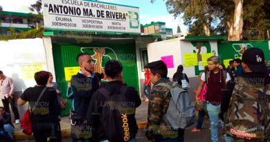 Toman escuela de bachillerato en Xalapa, denuncian imposiciones