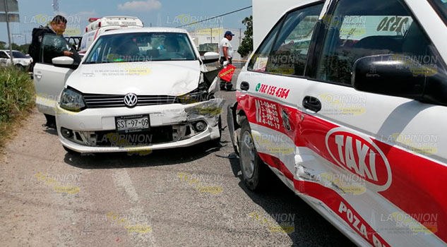 Vento chocó contra taxi y una motocicleta en la Halliburton en Poza Rica