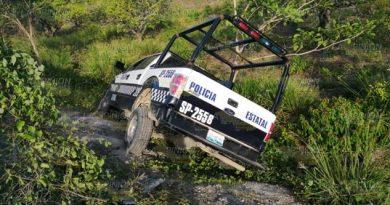Vuelca patrulla de SSP en el bulevar Bicentenario de Poza Rica