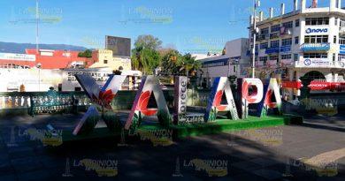 Vuelve la 'espantosa X' a su lugar en el Parque Juárez de Xalapa