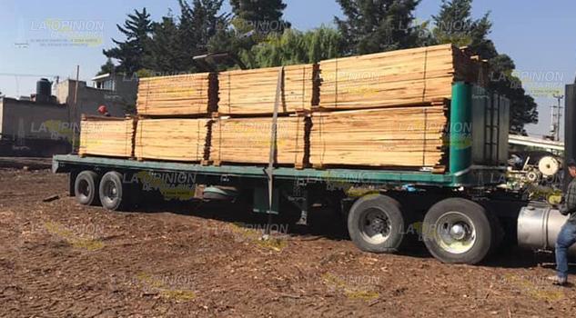 Carpinteros de Tihuatlán tienen que comprar madera clandestina