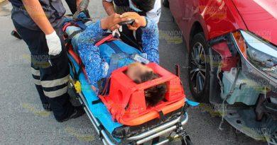 Cobrador lesionado tras impactarse contra un automóvil en Poza Rica
