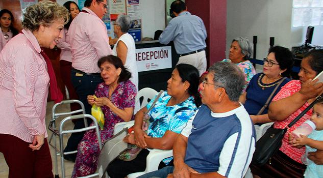 DIF Poza Rica gestiona aparatos funcionales y cirugías de cataratas