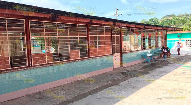 Escuelas en comunidad de Papantla a punto de caer
