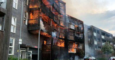 Incendio arrasa edificio residencial en Londres