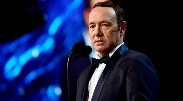 Muere hombre que acusó a Kevin Spacey de abuso