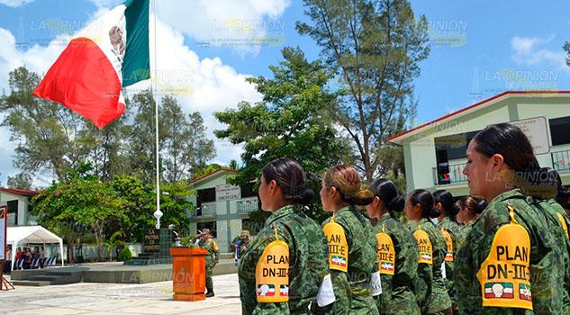 Personal y maquinaria del Ejército Mexicano, listos para atender contingencias en Tuxpan