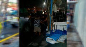 Retiran puestos de comerciantes ambulantes en Cerro Azul