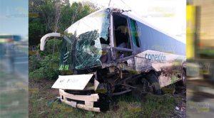 Tráiler choca contra autobús de pasajeros que tenían como destino Poza Rica