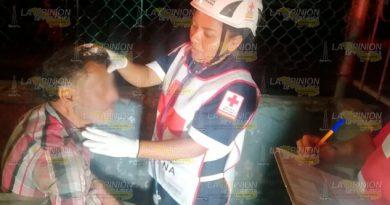 Varón se cae de las gradas del campo Ichante de Poza Rica; La Cruz Roja lo auxilio