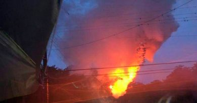 Árbol cae sobre los cables y se incendia en Huejutla
