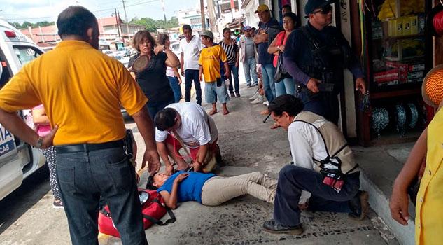 Ama de casa sufrió un desmayo en el centro de Cerro Azul