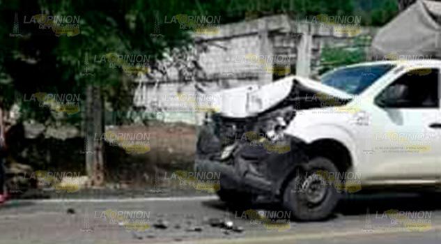 Aparatoso accidente sobre el tramo carretero Apetlaco - Macuxtepetla