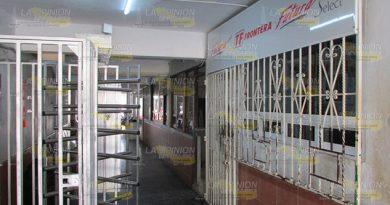 Atracan oficina de terminal de autobuses en Álamo