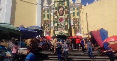Cientos han acudido a la Catedral en Xalapa para los festejos de Guizar y Valencia