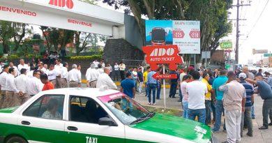 Cierran entrada a Central de Autobuses de Xalapa
