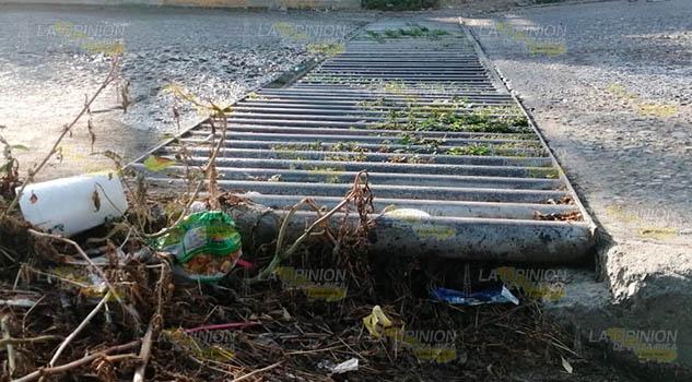 Coladeras del municipio de Coatzintla se encuentran tapadas