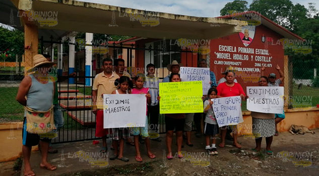 Comité de padres de familia de primaria en La Ceiba exigen docente