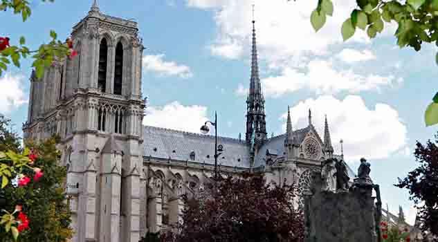 Condenan a cinco mujeres por fallido ataque a Notre-Dame