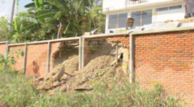 Destrozan barda recién construida en primaria de Poza Rica