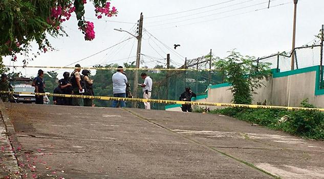 Encuentran cuerpo atrás de la UMF 27 del IMSS en Papantla