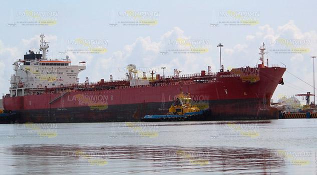 Imponen regulación para la entrada de buques al puerto en Tuxpan