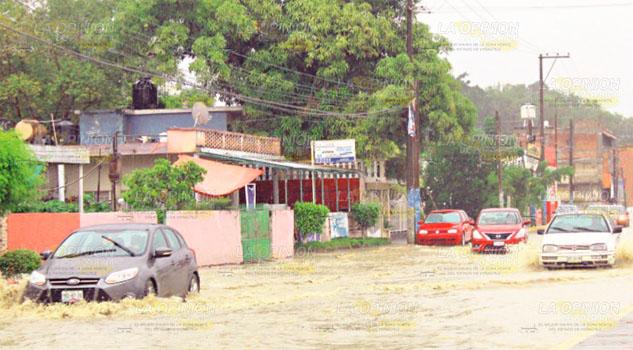 Llegó la lluvia y todo se encharcó en la zona norte de Veracruz